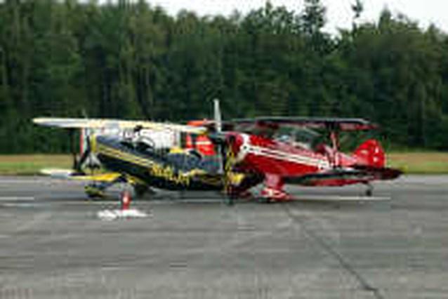 Vliegtuigen botsen, piloot zwaar gewond
