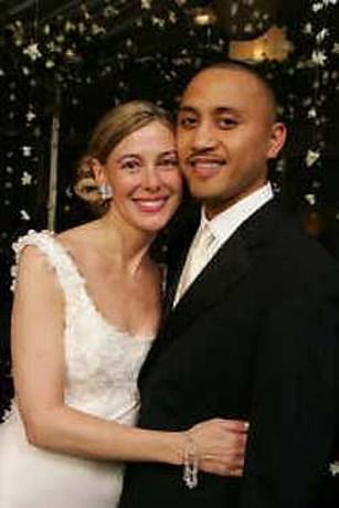 Lerares trouwt eindelijk met haar geliefde leerling
