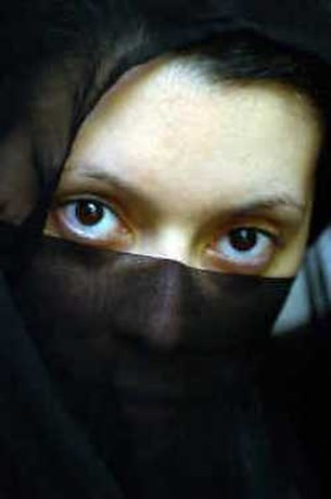 Undercover journaliste Hind Farihi schrijft boek over oprukkend moslimextremisme