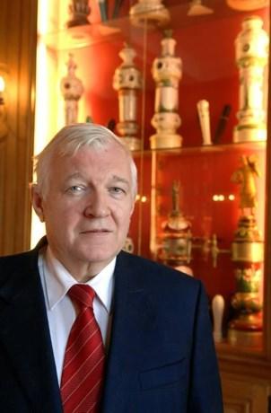 Burgemeester wordt ridder in Orde van de Roerstok