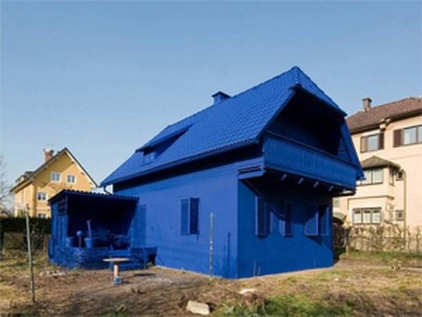 Blauw huis maakt buurt gek