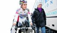 Toeschouwer trekt Albert van de fiets