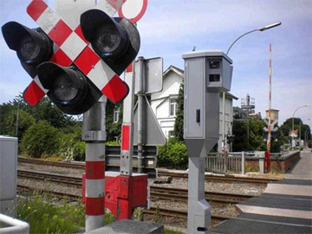 Tweehonderd extra flitscamera's bij spoorwegovergangen
