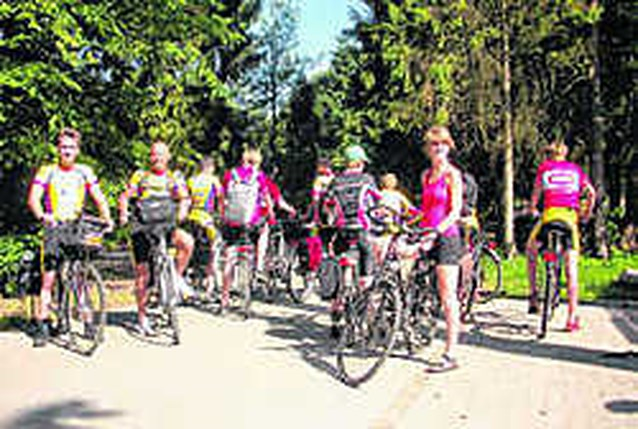 Jongeren fietsen naar Parijs