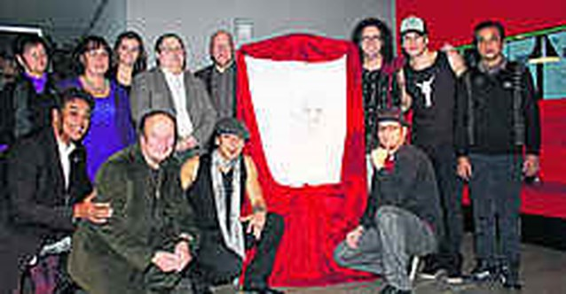 BV's en Michael Jackson-fans maken samen kunstwerk