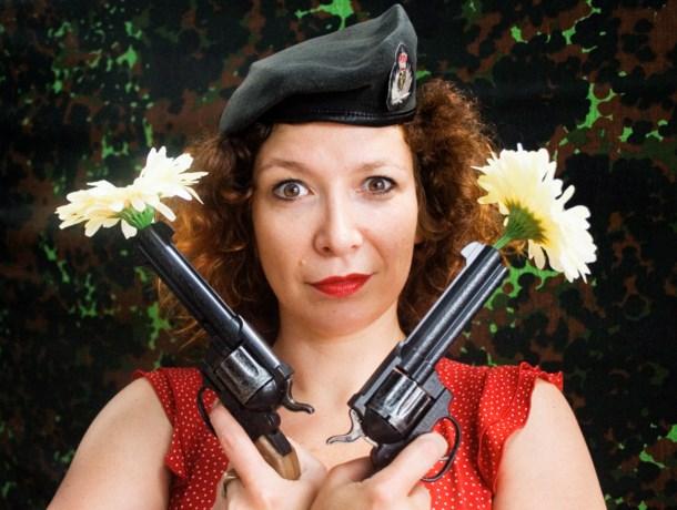 Veerle Malschaert probeert haar missie als liefdessoldaat uit bij De Vieze Gasten