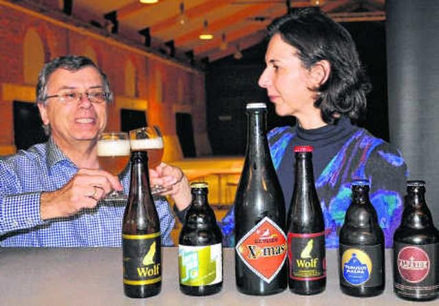 Ferdinand Meeus leert vrouwen bier drinken