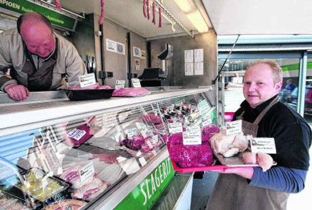Mobiele slager trekt naar buurten zonder vlees