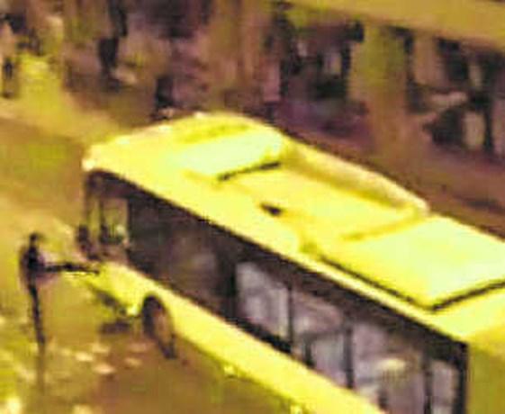 Combi en bus aangevallen na Spaanse bekerfinale