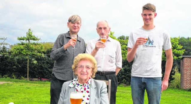 Kleinzoon zet traditie Ginder-Ale voort