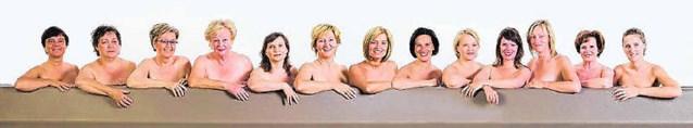 Raadsleden laten naar hun borsten kijken