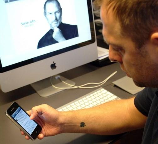 Advocaat Bart Vosters liet Apple op arm tatoeëren