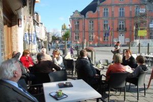 Mooi herfstweer houdt terrassen op Grote Markt langer open