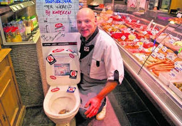 Toiletpot in slagerij voor Music For Life