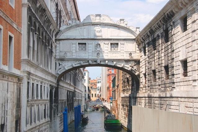 Brug der Zuchten in Venetië weer toegankelijk