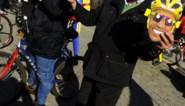 FOTOSPECIAL. Dorp steunt Alberto Contador