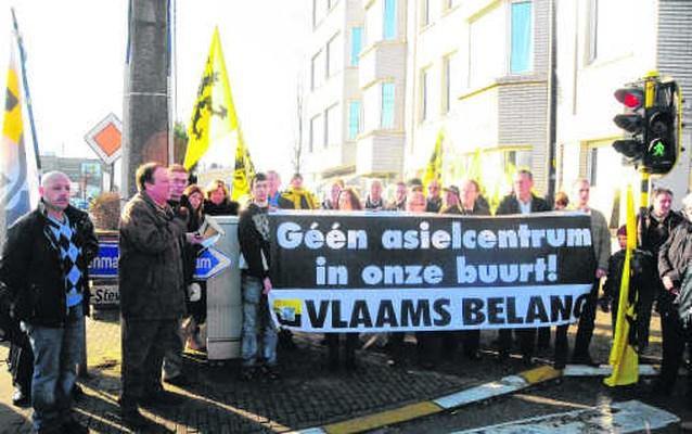 Protest tegen nieuw asielcentrum laait op