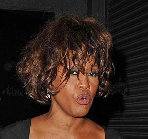 Lichaam Whitney Houston was verbrand en zwaar gehavend