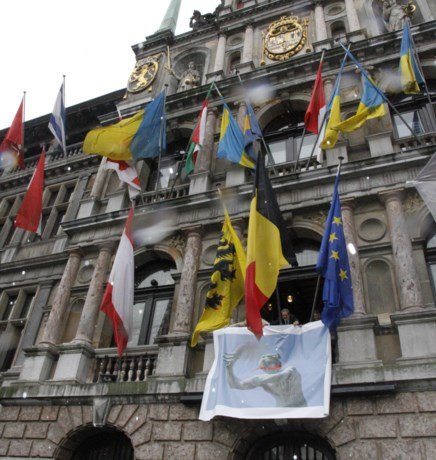 Vlaams Belang houdt stuntactie op stadhuis