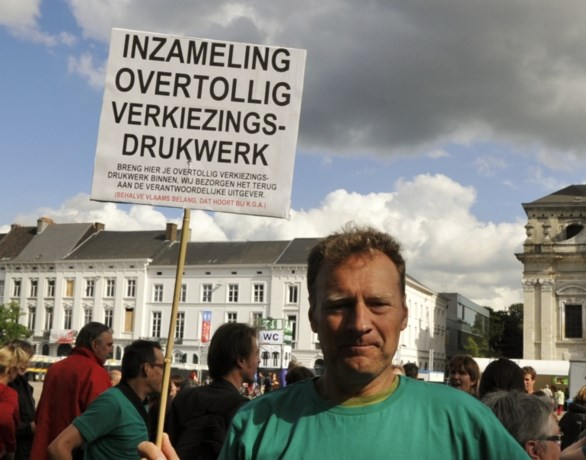 Gentse kandidaat zamelt overtollige verkiezingsflyers in