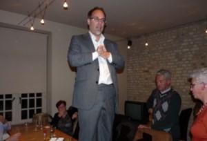 Peter Roose bindt burgemeesterssjerp om
