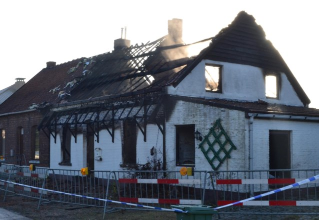 Leegstaande woning brandt uit