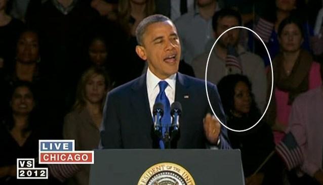 'Flaghead girl' kleurt achtergrond tijdens speech Obama