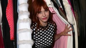 Axelle Red stelt mode-expo voor in Parijs