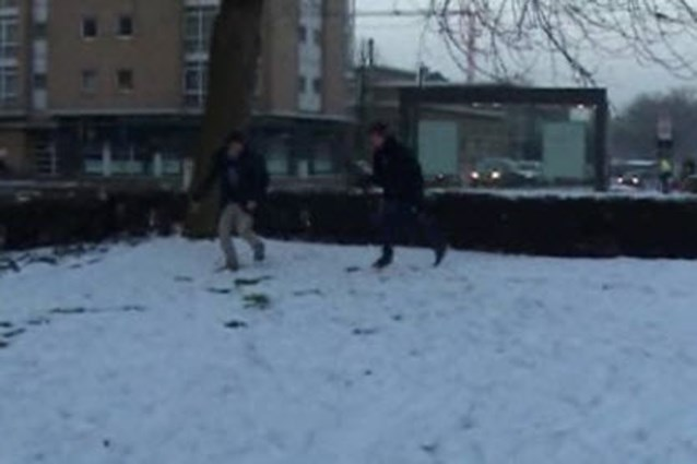 Jongeren op het matje na gooien sneeuwbal naar politieagent