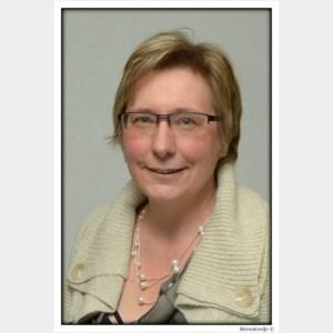 Raadslid Rita De Vylder (CD&V) gaat er even tussen uit, Albert Van Nieuwerburgh vervangt tijdelijk