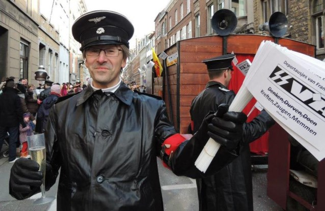 Vrederechter verkleedt zich als carnavalsnazi