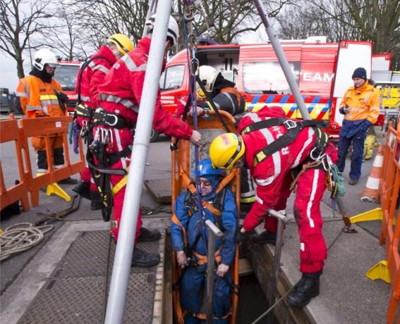 Brandweer oefent aan Steenplein