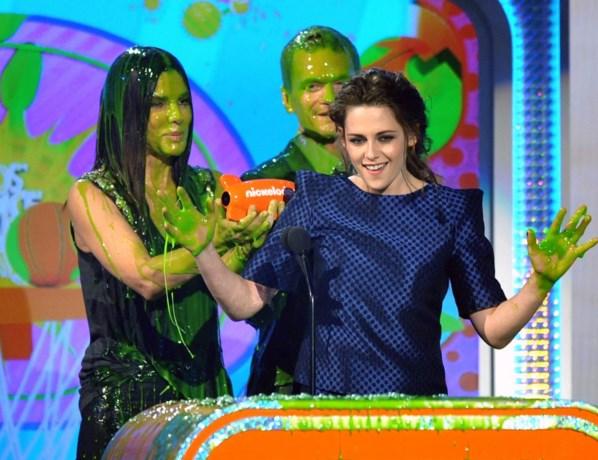 Kristen Stewart pakt twee Kids Choice Awards (en blijft proper)