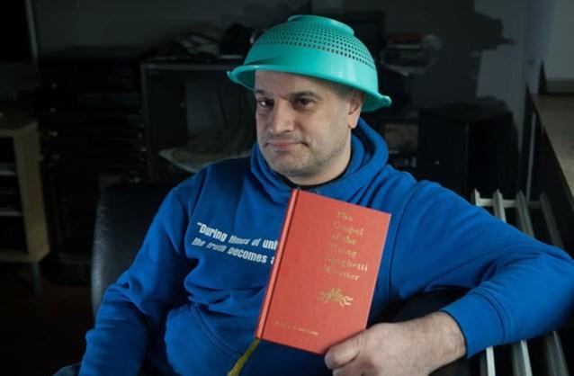 Limburger mag niet met pastavergiet op foto identiteitskaart
