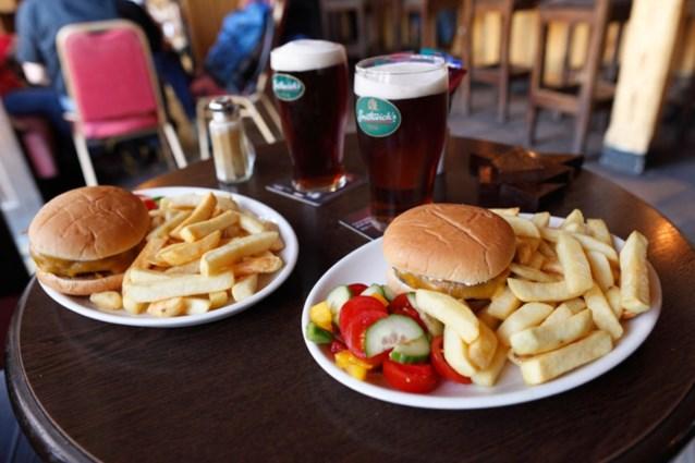 'Alcohol en ongezond eten gaan hand in hand'