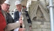 Bisschop van Looy haalt eerste pinakel van Sint-Baafskathedraal