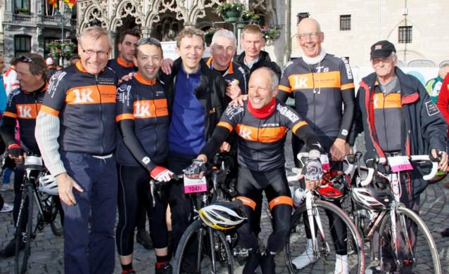 Sportfunctionaris fietst 5000 euro bij elkaar voor kom op tegen kanker.