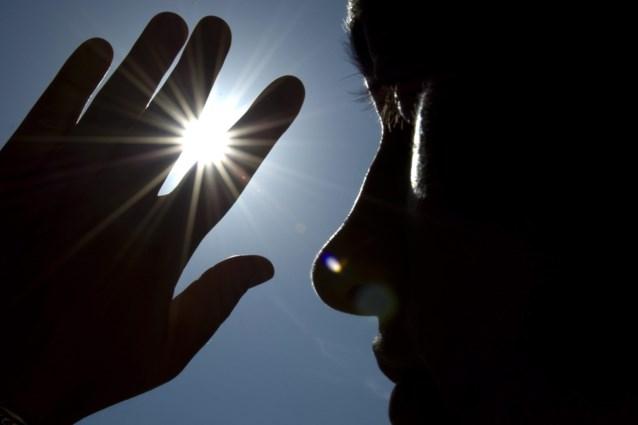Pupillen verkleinen door naar foto van de zon te kijken