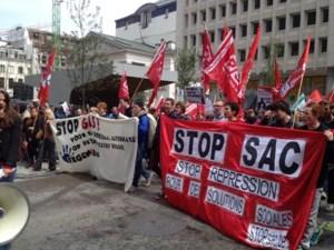 Jongeren komen in Brussel op straat tegen GAS