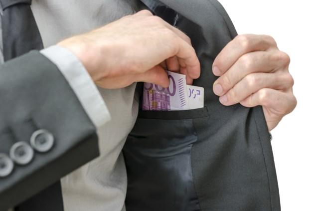 Vier op de honderd Belgen betalen smeergeld