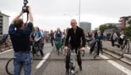 FOTO. Fietsers en voetgangers nemen druk autoviaduct aan Zuid in Gent in