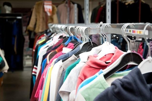 De Kringwinkel: kleding, huisraad en de as van een overledene