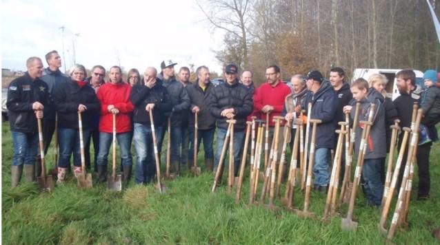 Motorcrossers planten bos in Scheldewindeke