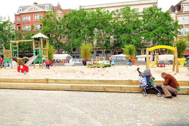 Gents plein wordt tijdelijke zomerzandbak
