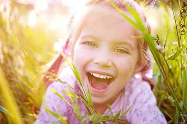 10 wetenschappelijk onderbouwde tips voor gelukkige kinderen