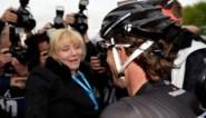 Cancellara krijgt meteen knuffel van Stefanie