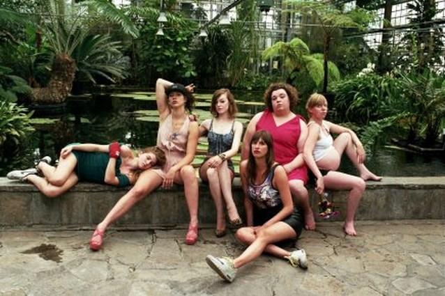 Wijven in première: 'Maak geen misbruik meer van uw vrouwelijkheid'