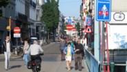 Zee van verkeersborden duidt nieuwe fietsstraat in Gent aan