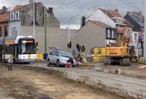 Opnieuw een auto vast op de Bredabaan