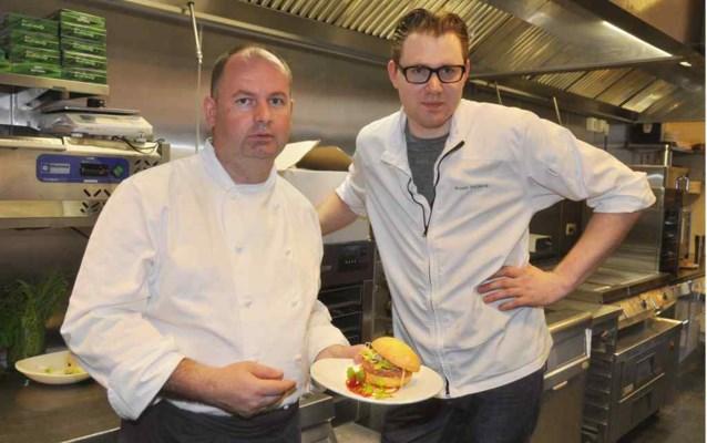 Topchefs maken hamburgers bij Ellis Gourmet Burger